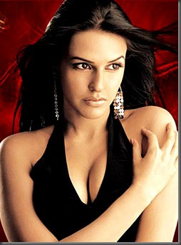 5neha dhupia sexy cleavage