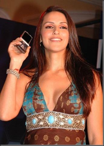 8neha dhupia sexy cleavage