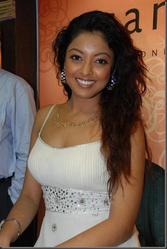 2tanushree dutta sexy bollywood actress pictures090310