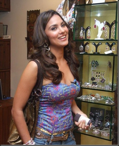1lara dutta hot pictures
