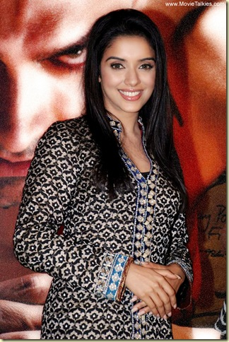 02 Asin sexy bollywood actress pictures110809