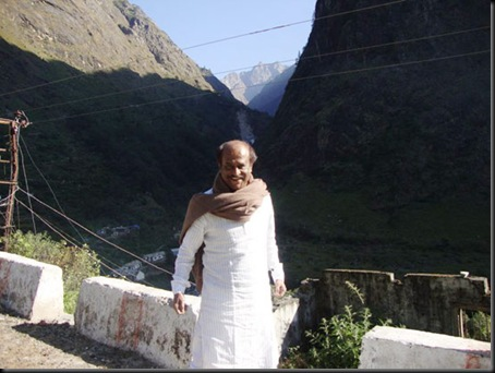 Super-Star-Rajinikanth-At-Himalayas-13