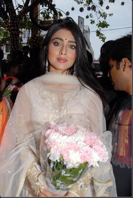Shriya_Saran_(19)