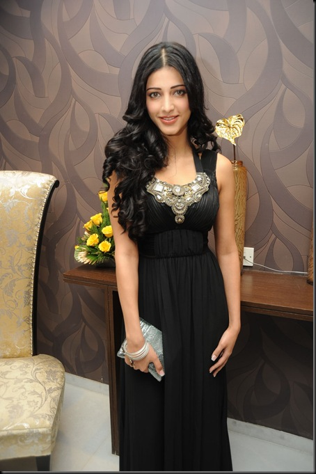 Shruthi hassan At South Scope Calendar Launch (1)
