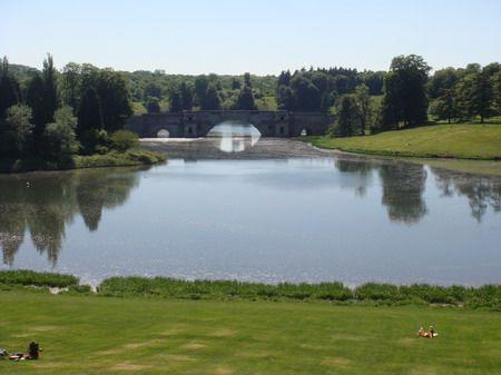 A avistar a ponte no parque de Blenheim Palace