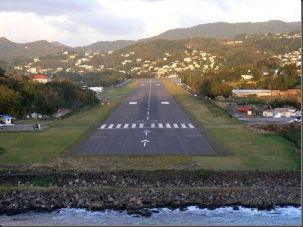Vista aérea de pistas de aeroportos (12)