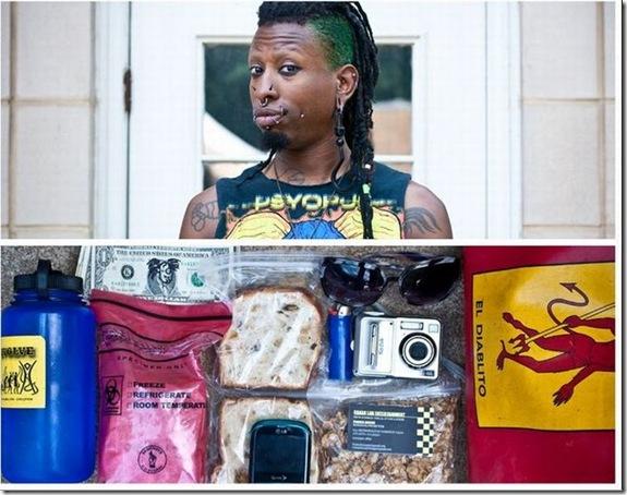 O que as pessoas carregam em suas bolsas durante o dia-a-dia (15)