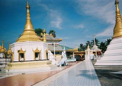 ミャンマー側寺院2