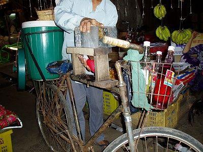 カンナ+自転車=カキ氷屋 - カンボジア