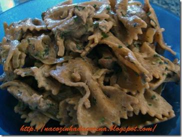 macarrão-com-iscas-de-porco-01