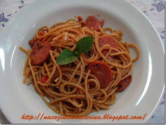 espaguete-como-molho-de-calabresa-02