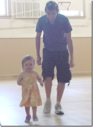 daddy and annika running at Liliput