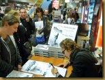 Lorant Deutsch dédicace son nouveau livre