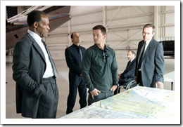danny_glover__elias_koteas___mark_wahlberg__rade_sherbedgia_and_jonathan_walker_in_shooter_movie_image
