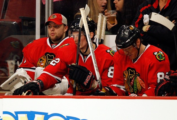 canucks_blackhawks_game1_4.jpg