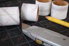 recycled-fabric-napkin-rings-from-saran-wrap-tubes_3