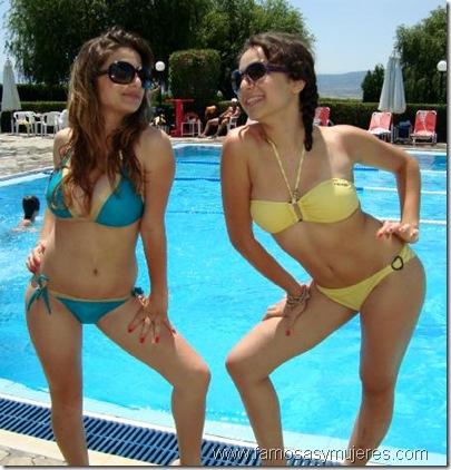 famosas-y-mujeres-mujeres_en_bikinis