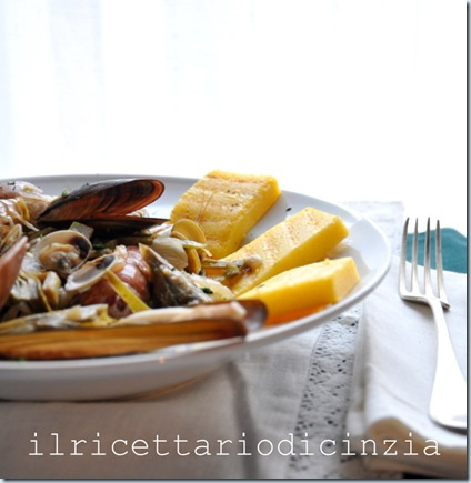 Sauté di molluschi e carciofi su polenta grigliata