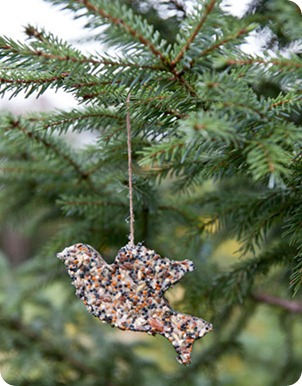 DIY-Holiday-Decor-bird-feeder-1210-de2