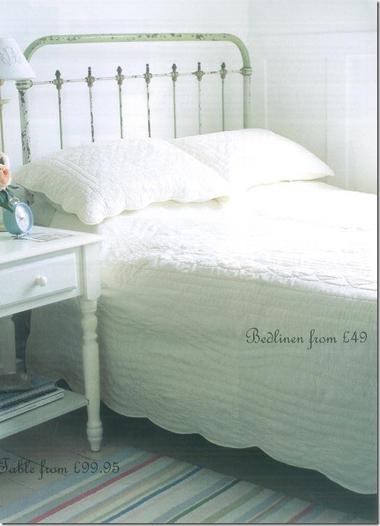 Casa de Valentina - cama branca de ferro