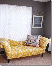 Casa de Valentina - via Made by Girl - sofá amarelo quarto