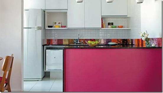 Casa de Valentina - via Casa Claudia - cozinha pink com azulejos coloridos 2