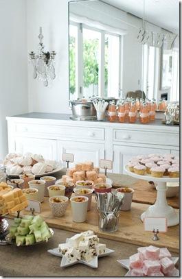 Casa de Valentina - via Brides Little White Book - um chá de bebe rústico em tons claros - mesa