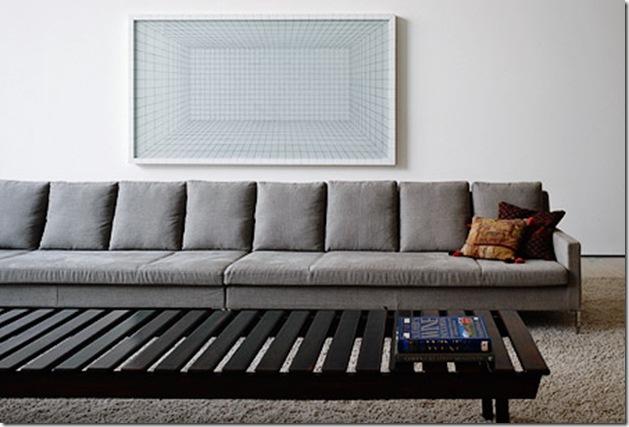 Close do sofá, atenção ao efeito gráfico. Casa projetada por Marcio Kogan e fotografada por Nelson Kon