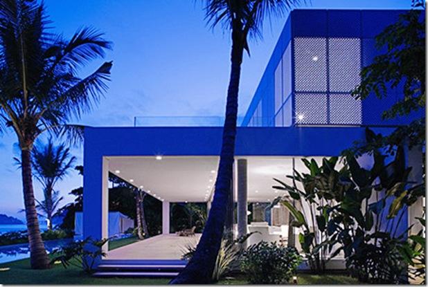 De perfil. Casa projetada por Isay Weinfeld e fotografada por Nelson Kon