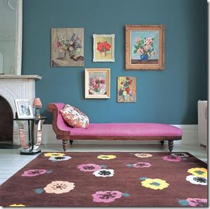 Mais quadros e cores na sala. Tapete da The Rug Company