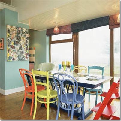 Cadeiras pintadas. From Kixkoll