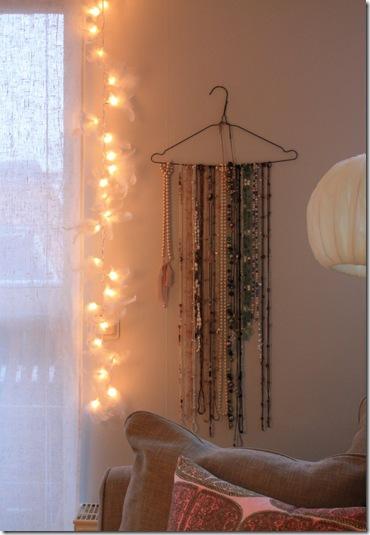 Uma alternativa ótima para porta colares. Do blog Ellmania