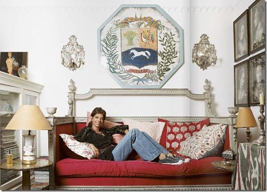 Casa de Valentina - Revista Lonny Magazine - sofá super confortável