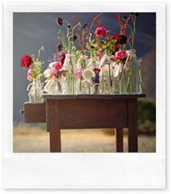 Casa de Valentina - via Shannon Fricke - flores cobrindo a mesa