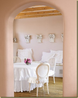 Peaceful-Pink-White-Dining-Room-HTOURS0307-de