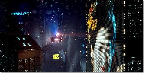 Una de las más caracterísitcas escenas de la pelicula: el auto volante y el gigantesco cartel publicitario