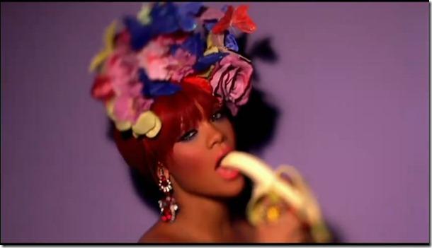 Rihanna - S&M 16