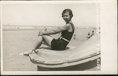 Mujer en Necochea [1937] | Woman on the Beach in Necochea [1937] by doctortoncich on Flickr