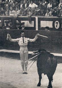 Luis Miguel  Dominguin Quiebro en tablas (Cuando suena el clarin) 001