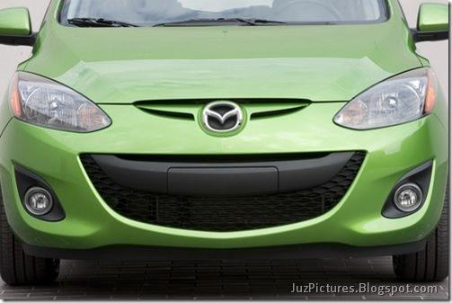 2011-Mazda2-19