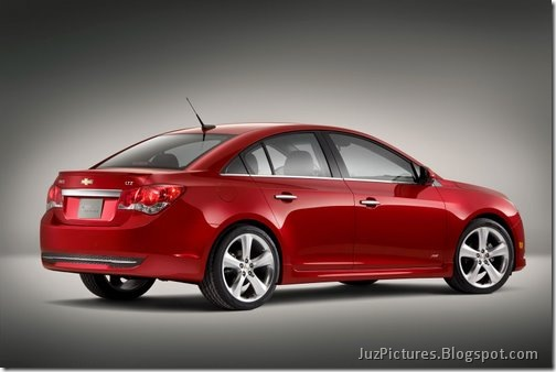 2011-Chevy-Cruze-RS-13
