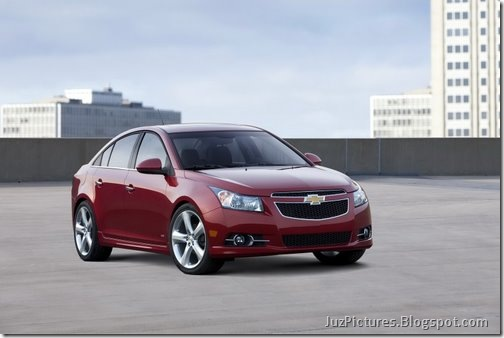 2011-Chevy-Cruze-RS-17
