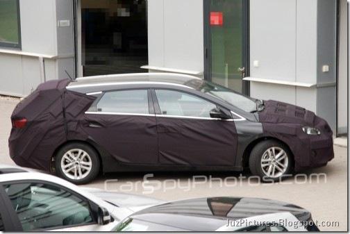 2011-Hyundai-i40-kombi_2