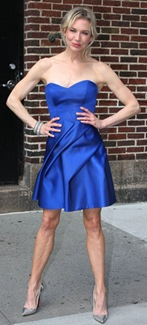 Renne-Zellweger-in-little-blue-Carolina-Herrera-dress-chs1