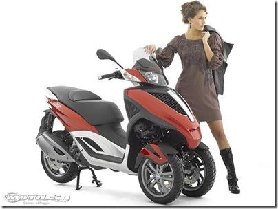 2011-Piaggio-MP3-Yourban-2.jpg2011 Piaggio Scooters Picture