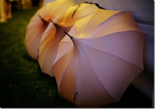 vintage%20umbrella%20photo%20found%20at%20amorologist