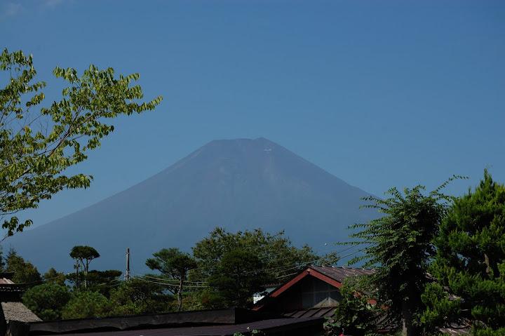 菖蒲池の傍から富士山の写真