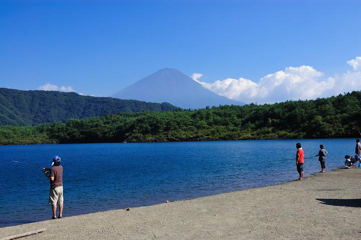 西湖と富士山の写真