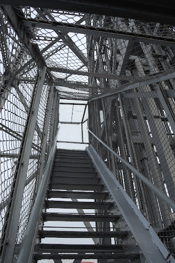 名古屋テレビ塔の階段の写真