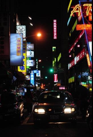 [streets in taiwan[4].jpg]